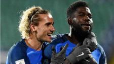 Griezmann celebra un gol con Francia junto a Umtiti