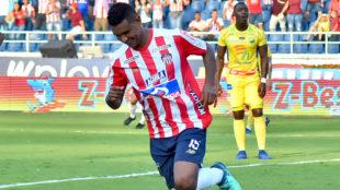 Luis Narváez celebra el primer tanto del compromiso ante Atlético...