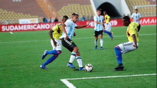 Una acción del compromiso disputado en el estadio Universidad San...