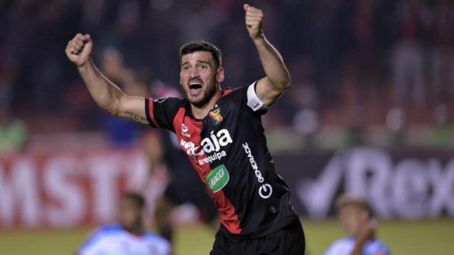 Bernardo Cuesta celebra el gol de la victoria.