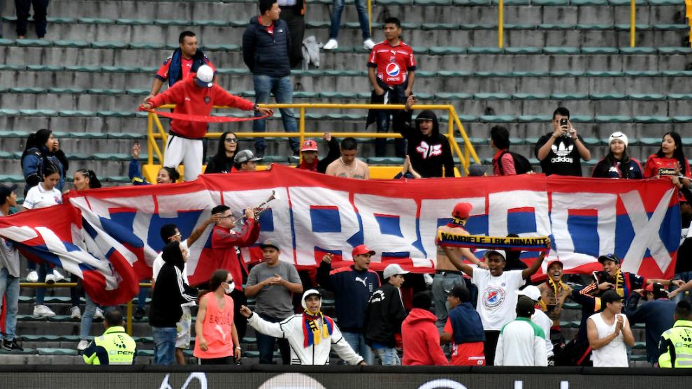 Barra 'Los Chatarreros' durante el partido de la fecha 12 entre...