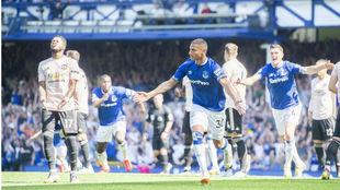 Richarlison celebra uno de los goles del Everton al United