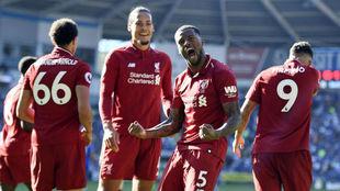 Wijnaldum celebra el gol que ponía por delante al Liverpool ante el...