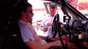 El español al frente de un carro de carreras