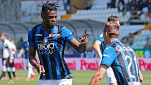 Duván Zapata celebra un gol durante esta temporada
