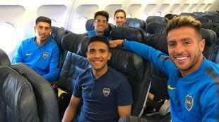 Los jugadores dentro del avión antes de salir a Ibagué.