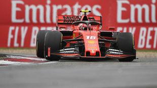 Leclerc, con el Ferrari en China / AFP