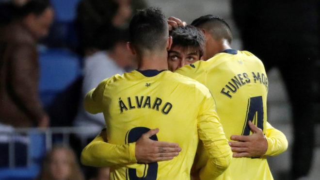 Gerard Moreno celebra el gol con Álvaro y Funes Mori