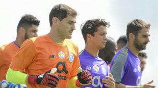 Casillas, Oliver y Adrián, en un entrenamiento del Porto.