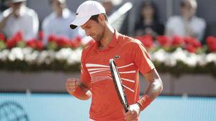Djokovic celebrando un punto ante Thiem