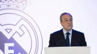 Florentino, durante una Asamblea del Real Madrid