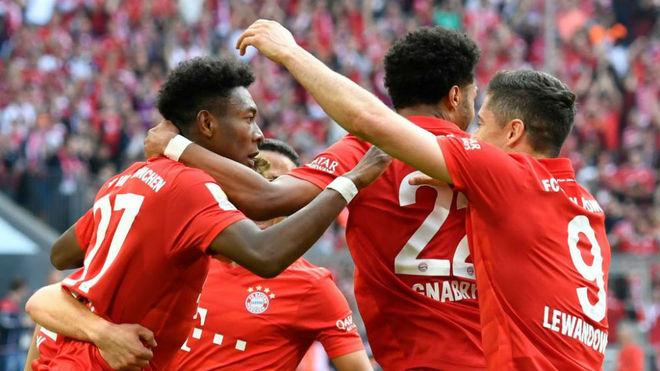 Los jugadores del Bayern celebran uno de los goles al Eintracht