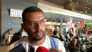 Edwin Cardona dialoga con los medios de comunicación.