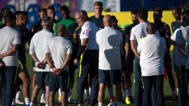 Neymar muestra ganas y alegría en su primer entrenamiento con Brasil