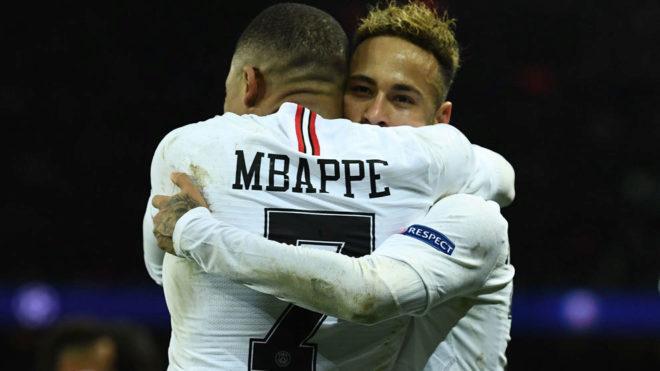 Mabppé y Neymar en un partido del PSG.