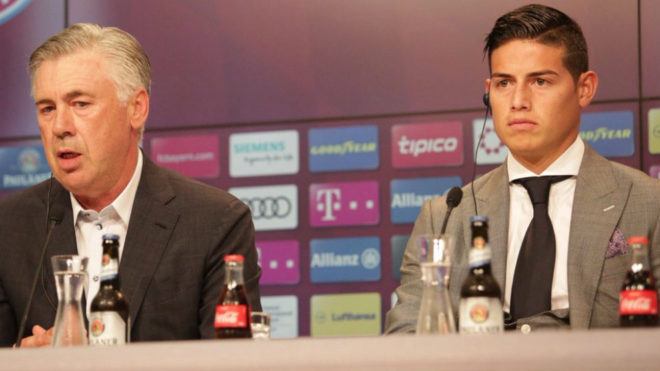 Carlo Ancelotti y James Rodríguez, juntos en una conferencia de...