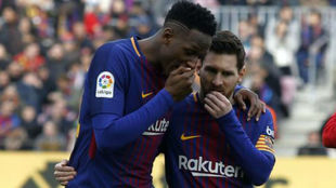 Yerry Mina y Messi, durante un partido con el Barcelona