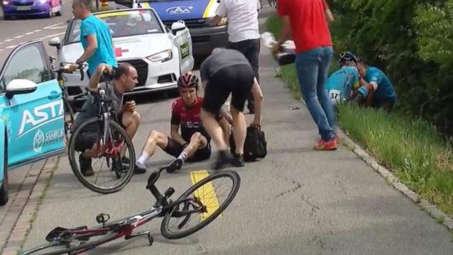 Campeón del Tour de Francia sufre caída en carrera