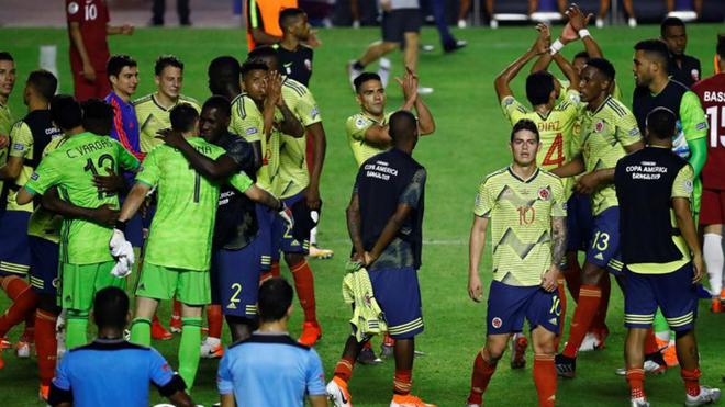 Los jugadores colombianos festejan el sufrido triunfo ante Qatar.