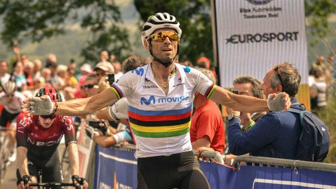 Alejandro Valverde gana la primera etapa y se viste de primer líder...