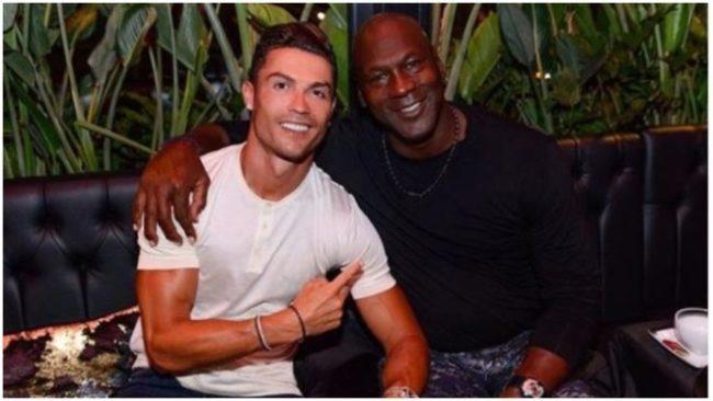 Cristiano Ronaldo y Michael Jordan posan para la fotografía /...