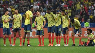 Los jugadores de Colombia, durante la tanda de penaltis