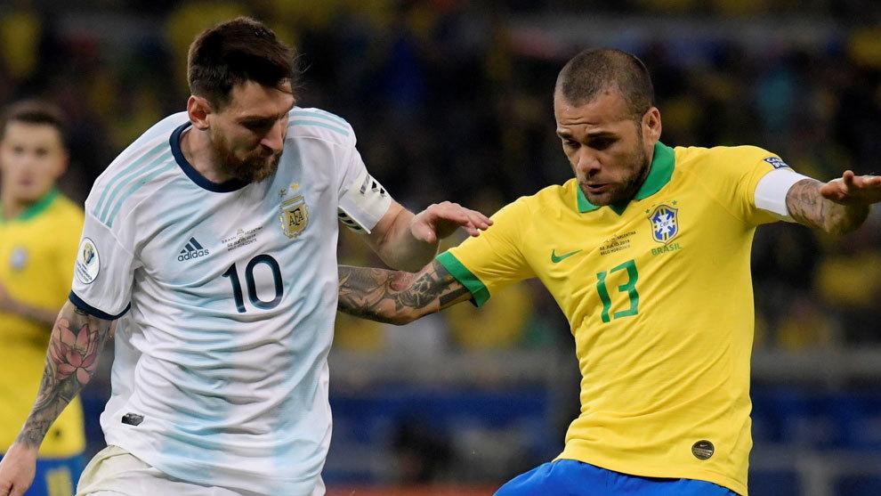 Leo Messi y Dani Alves.