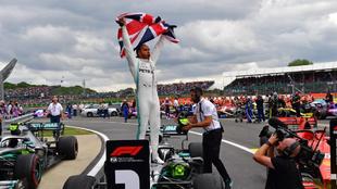 Hamilton celebra en Silverstone.