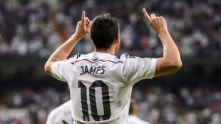 James celebra un gol con la camiseta del Real Madrid