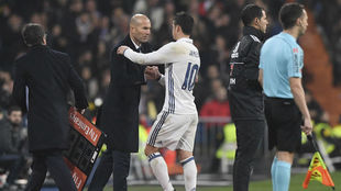 Zidane y James, durante un partido con el Real Madrid
