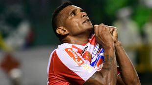 Luis Narváez celebra un gol con la camiseta de Junior.