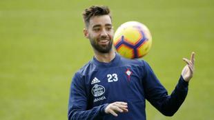 Brais Méndez en un entrenamiento con el Celta.