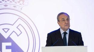Florentino Pérez durante una asamblea de compromisarios del club.