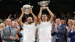 Cabal y Farah con su trofeo de Wimbledon