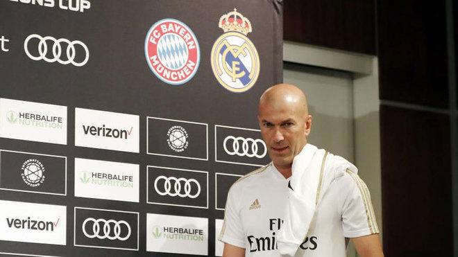 Zinedine Zidane justo antes de ofrecer su rueda de Prensa.