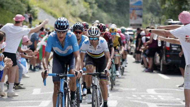 Marc Soler, Alejandro Valverde y Mikel Landa, en las primeras posiciones del grupo de favoritos / EFE