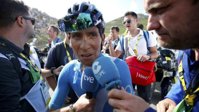 El colombiano atendiendo a los medios de comunicación en el Tour de...