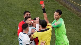 Messi ve la roja ante Chile en el juego por el bronce en la Copa...