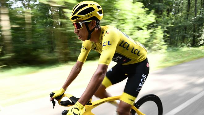 Egan Bernal durante la última etapa del Tour de Francia.