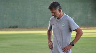 La cara del entrenador tras el empate en Montería.
