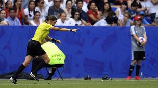 Stepahnie Frappart, durante un partido.