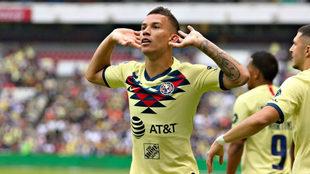 Matheus Uribe con la camiseta del América mexicano