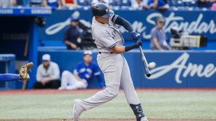 Gio Urshela conecta un nuevo jonrón con los Yankees de Nueva York.