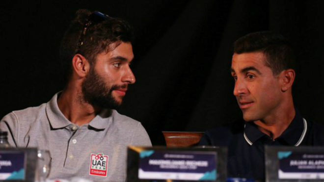 Gaviria y Richeze conversando antes de una rueda de prensa