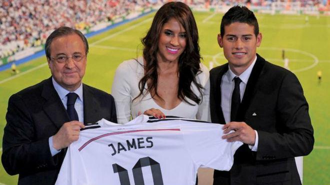 Daniela Ospina, junto a James y Florentino Pérez el día de su...