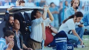 Diego Maradona y su paso por el banco de Racing en 1995.