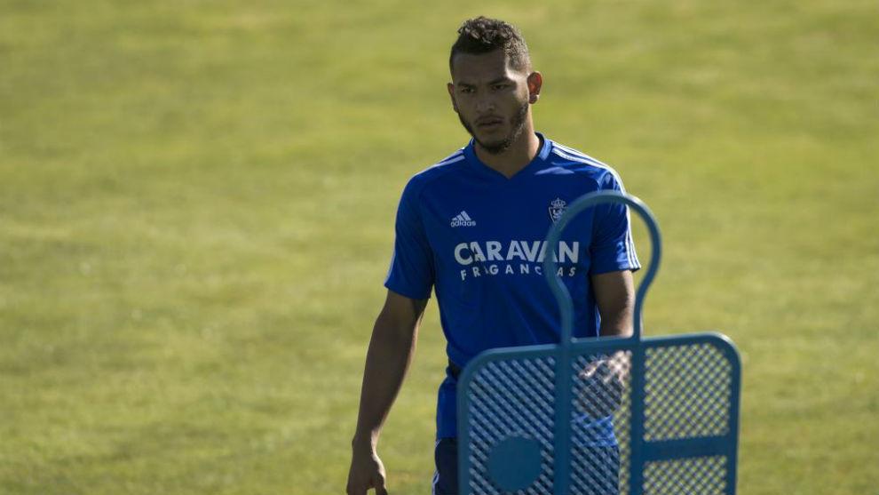 Luis Suárez, durante un entrenamiento con el Zaragoza.