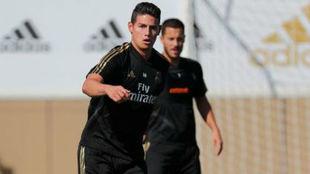James y Hazard, durante el entrenamiento de este martes 10 de...