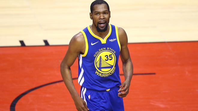 Kevin Durant en un partido con los Warriors.