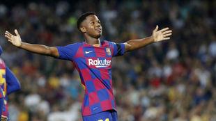 Ansu Fati celebrando uno de sus goles con el Barcelona.